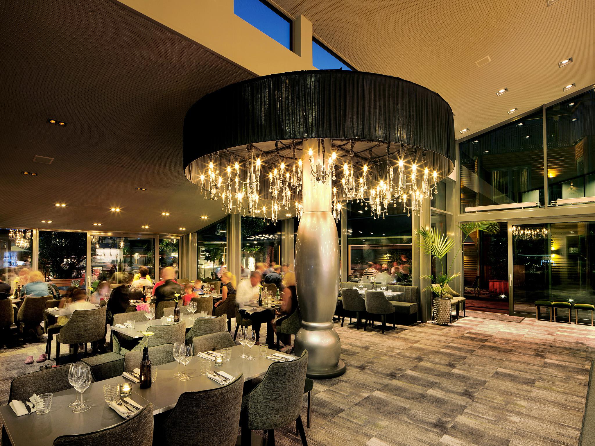 150829 Kv?llsst?mning i restaurangen p? The Lamp Hotel den 29 augusti 2015 i Norrk?ping. Foto: Peter Holgersson AB